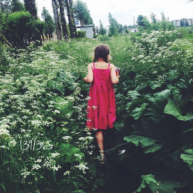 Капельки лета. Детство в джунглях. #365_до_30 #счастье_есть #счастливое_детство #summer #green #friend #summertime #busina_sonya