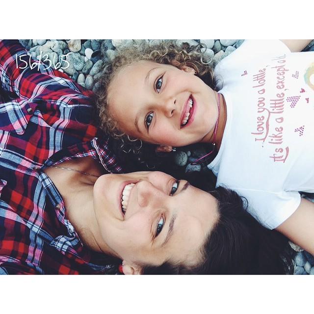 Пусть этой радости будет как можно больше.  Маленькие ручки вокруг шеи и смех на ухо. до_30 #дочки_матери      #счастливаямама