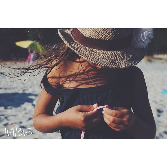 Ветер в волосах. Какое волшебство здесь. Детство. Счастье в каждой клеточке.   до_30 #дочки_матери #дочкиматери #счастье_есть