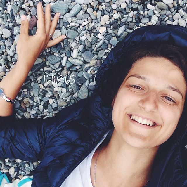 Летние пуховички - это тема не только для Питера:))) в нею было уютно весь день на этом прекрасном морском берегу!! до_30 #большоепутешествиевабхазию #пицунда #абхазия