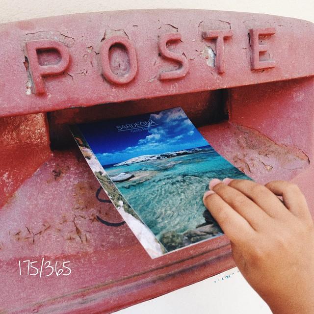 Наши с бусиной девчачьи радости:) первый раз стояла в очереди на почте в Италии (с талон ярком и всеми делами:))), а вход в  почту как в ювелирные магазины через блокировку в прозрачном боксе:)  до_30  #дочкиматери #дочки_матери      crossing #итальянскиеканикулыбусины e
