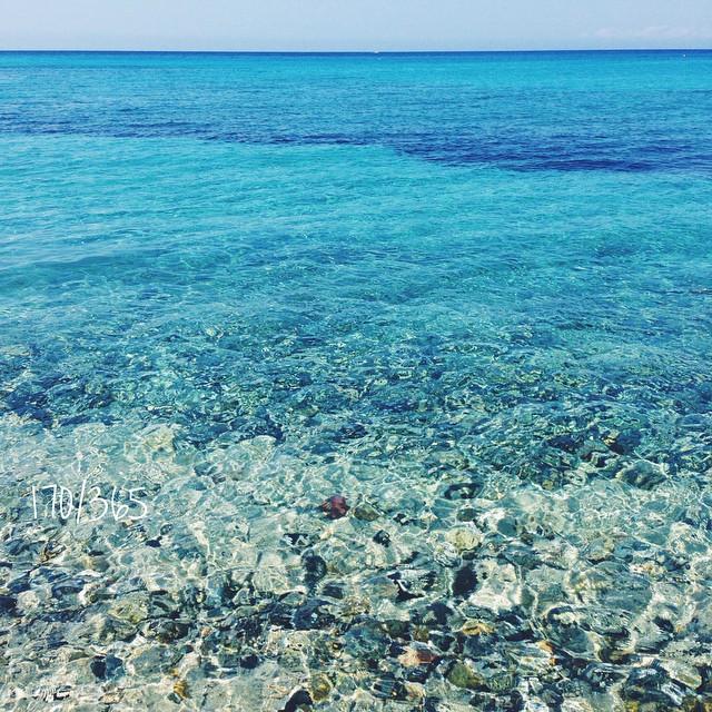 Здесь все как я люблю. Цвета просто нереальные, вода такая прекрасная, прозрачная, легкая. до_30 #этолюбовь      #итальянскиеканикулыбусины