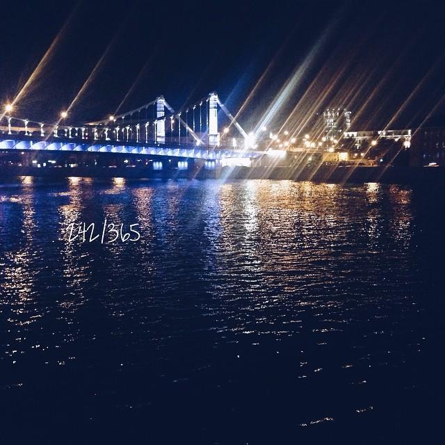 Всегда хотелось так провести вечер пятницы... Прогулки по теплому парку, музыка, танцы на набережной, рядом друзья, вкусный кофе и разговоры. Волосы трепет теплый ветер и кажется, что лето с тобой. до_30