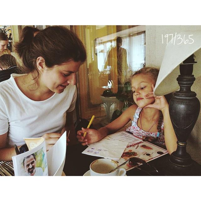 Эти две девчонки всегда придумают как скоротать время:))) каждый раз поражаюсь их воображению:) до_30    _time #тетяаняприехала