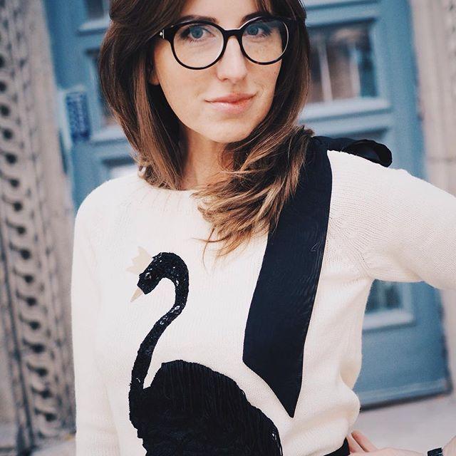 Зайти к любимому дизайнеру, встретить очень красивую девушку @alena__vesnushka, накрутить образов, сделать много фотографий на глазах у изумлённой милиции:))) день удался. #красотаспасетмир   #ялюблюсвоюработу #лебедь