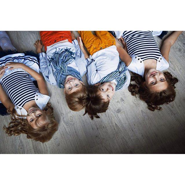 Я твёрдо убеждена - #счастьежитьвбольшойсемье Я так часто вижу прекрасные многодетные семьи, столько любви и заботы в них.   #многорадости #семейные_ценности #семейныйфотограф  #счастье_есть #счастливое_детство