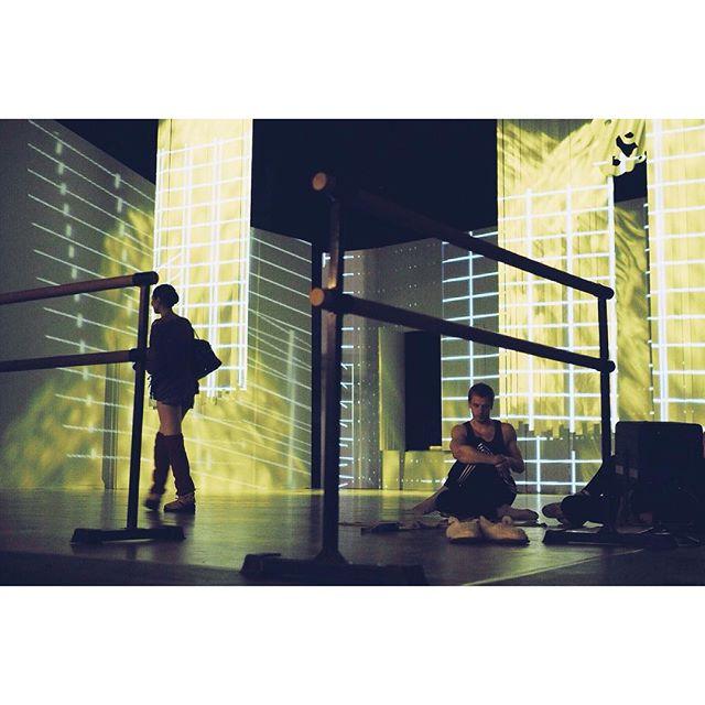 Сборка декораций, настройка света, классы, разминка, репетиция, съемка. Этот прекрасный мир балета:)  #закулисье _backstage    #балетмосквадюймовочка #дюймовочка