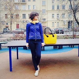 Соня прыгала до неба, когда я её встретила из школы с желтой сумкой, которой мы с ней зовём весну;))) в её смехе все солнце мира, весна пришла:)) #дочкиматери